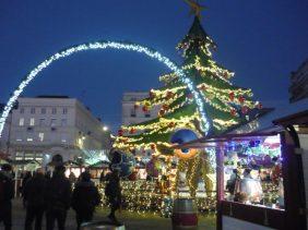 Nuit et illuminations de Noël vont si bien à la ville du Mans !