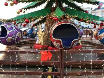 Les boules de Noël prennent vie au Marché de Noël du Mans
