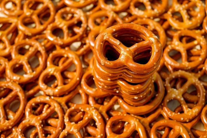 pretzel-2759994_1920.jpg